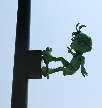 Эдогава Конан на фонарном столбе, фото © yukihyann.at.webry