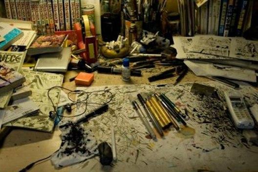 Так выглядит рабочий стол Эйтиро Оды (One Piece)